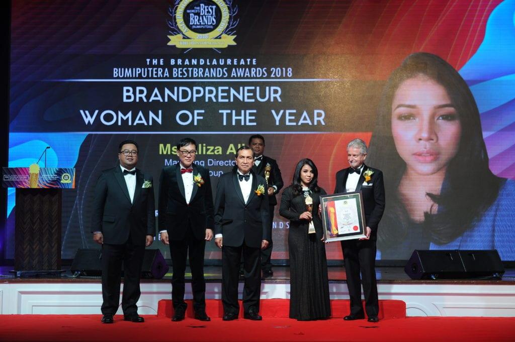 Ms. Aliza Ali, Managing Director of Will Group receiving The BrandLaureate Bumiputera Brandpreneur Woman of the Year Award 2018. The BrandLaureate Bumiputera Brandpreneur Woman of the Year Award Ms. Aliza Ali, Managing Director of Will Group